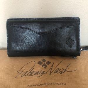 BRAND NEW Patricia Nash Valentia II Wallet Black